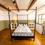 Ferienwohnung Altes Forsthaus - Ein grünes Schlafzimmer