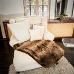 Ferienwohnung Altes Forsthaus - Gemütliche Couch vorm Schlafzimmer
