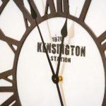 Ferienwohnung am Schloß - Uhr an Wand
