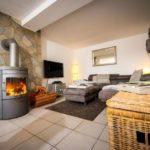 Landhaus am Himmelsberg - Wohnzimmer mit Kamin