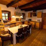 Landhaus am Schloß - Große Küche mit viel Platz zum Kochen