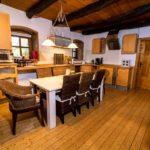 Landhaus am Schloß - Esstisch in der Küche